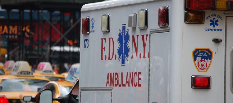 ambulance-2554653