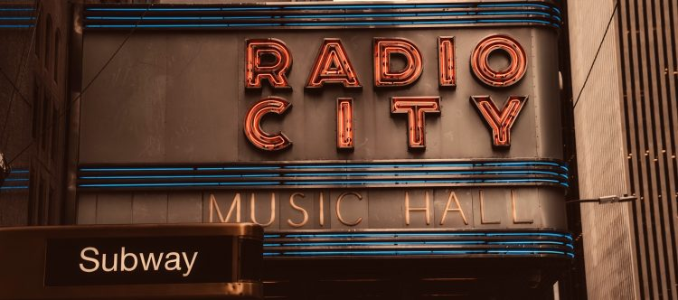 radio-city-music-hall-2392559